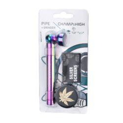 Drtič na tabák Champ High se šlukovkou a sítky-Sada šlukovka, drtič na tabák a sítka. Obsahem praktické sady Champ High pro kuřáky je kovová šlukovka s kotlíkem, dvoudílný kovový drtič na tabák s ostrýmy zuby ve tvaru diamantu v černém matném provedení zdobený zlatým nebo stříbrným listem konopí a 5x náhradní sítka do šlukovky (průměr 20 mm). Délka šlukovky 9,5 cm, průměr drtiče 3 cm, výška 1,6 cm. Ideální jako dárek pro Vaše přátelé. Sada je dodávána v blistru. Cena uvedena za 1 ks. Před odesláním objednávky uveďte číslo barevného provedení do poznámky.