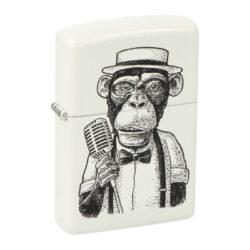 Zapalovač Zippo Vintage Monkey, matný-Benzínový zapalovač Zippo Vintage Monkey 60004783. Kvalitní zapalovač Zippo v matném bílém provedení je na přední straně zdobený černým motivem opice. Zapalovač je dodávaný v originální krabičce s logem. Zapalovače Zippo nejsou při dodání naplněné benzínem. Originální příslušenství benzín Zippo, kamínky, knoty a vata do zapalovače Zippo, zajistí správné fungování benzínové zapalovače. Na mechanické závady zapalovače poskytuje Zippo doživotní záruku. Tuto záruku můžete uplatnit přímo u nás. Zapalovače jsou vyrobené v USA, Original Zippo® Bradford.